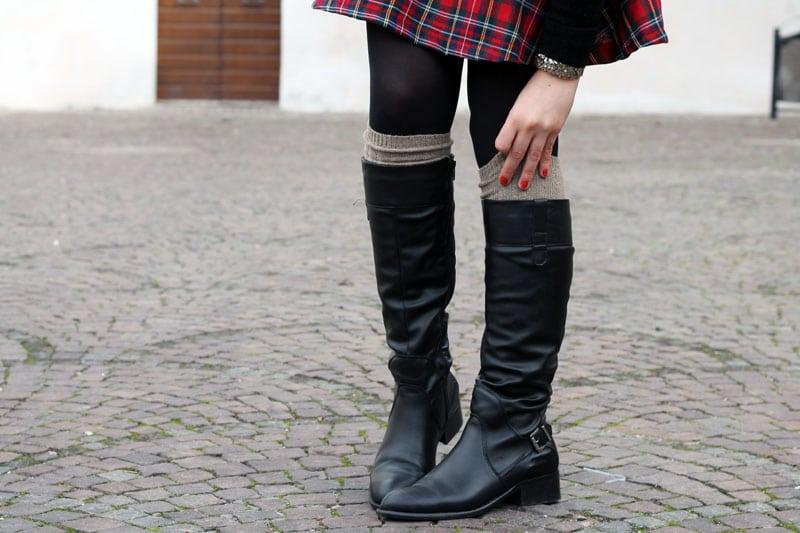 outfit-natale-gonna-tartan-alcott-stivali-betty-london-calze-alto-milano