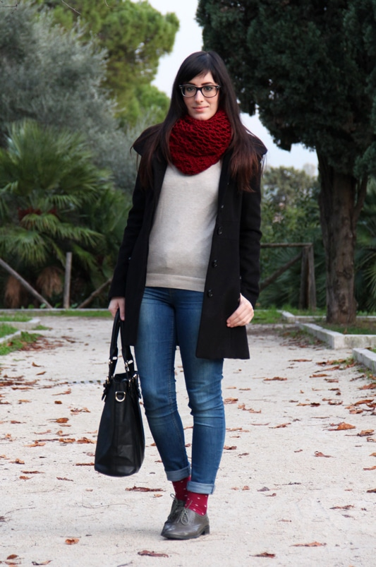 outfit stringate calze pois jeans maglioncino pizzo