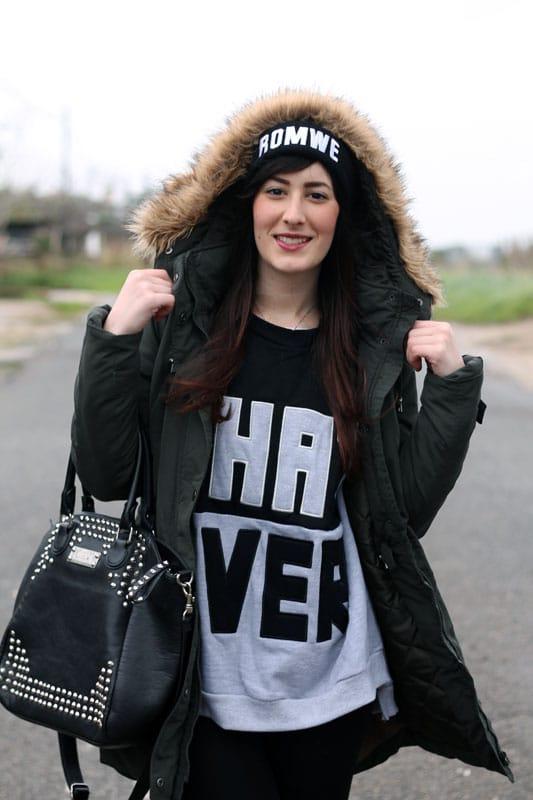 outfit parka vero moda felpa con scritta stivaletti betty london borchie fashion blogger roma