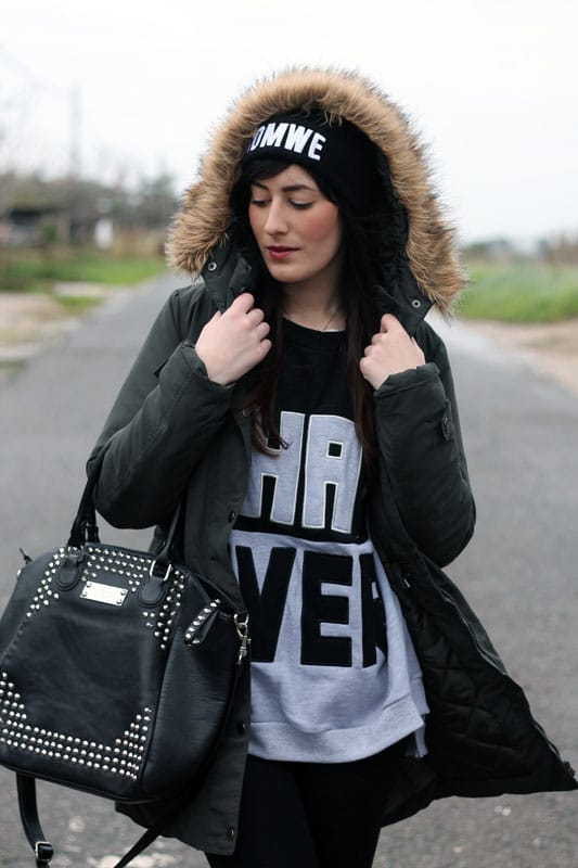 outfit parka vero moda felpa con scritta stivaletti betty london borchie fashion blogger roma