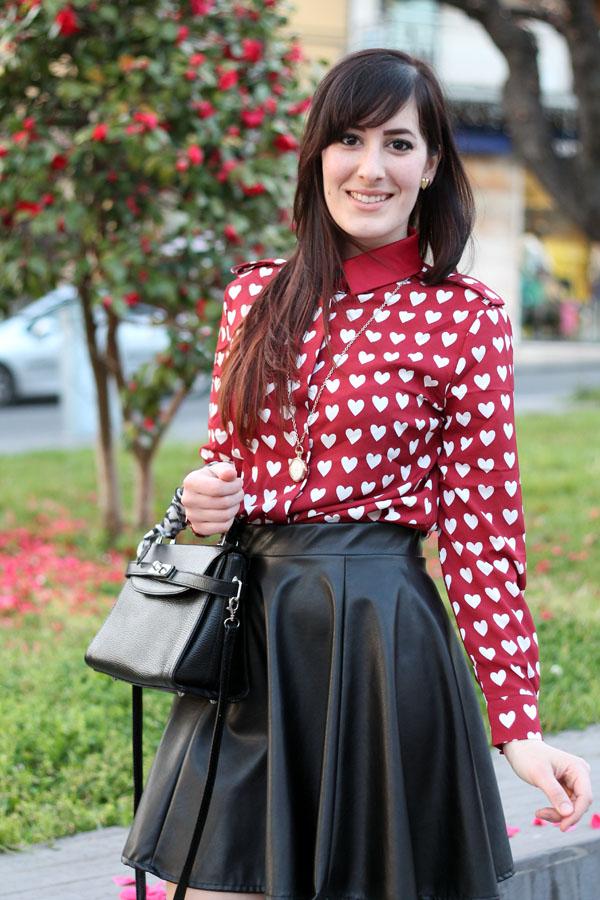 buy online 00416 c8d71 Un outfit bon ton con camicia a cuori ispirata a Burberry ...
