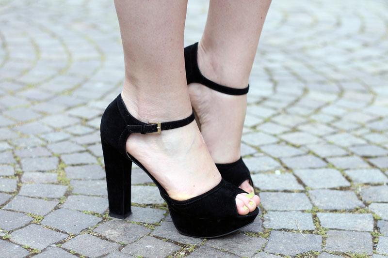 sandali con tacco e cinturino