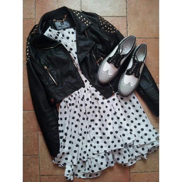 outfit-vestito-pois-scarpe-vernice-giacchetto-pelle