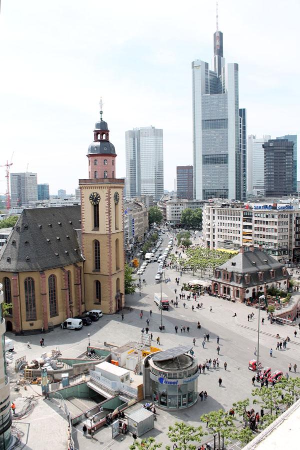foto-francoforte-skyline-vista-panoramica-città-grattacieli