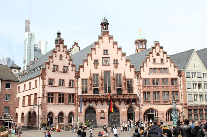 francoforte-centro-storico-municipio-vista-città