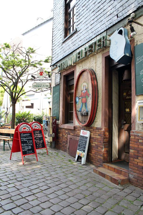 francoforte-visitare-città-locali-pub-struwwelpeter