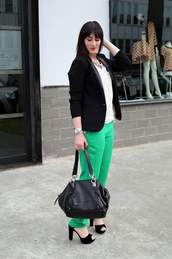 outfit-elegante-primavera-top-pizzo-risskio-pantaloni-verdi-silvian-heach-5