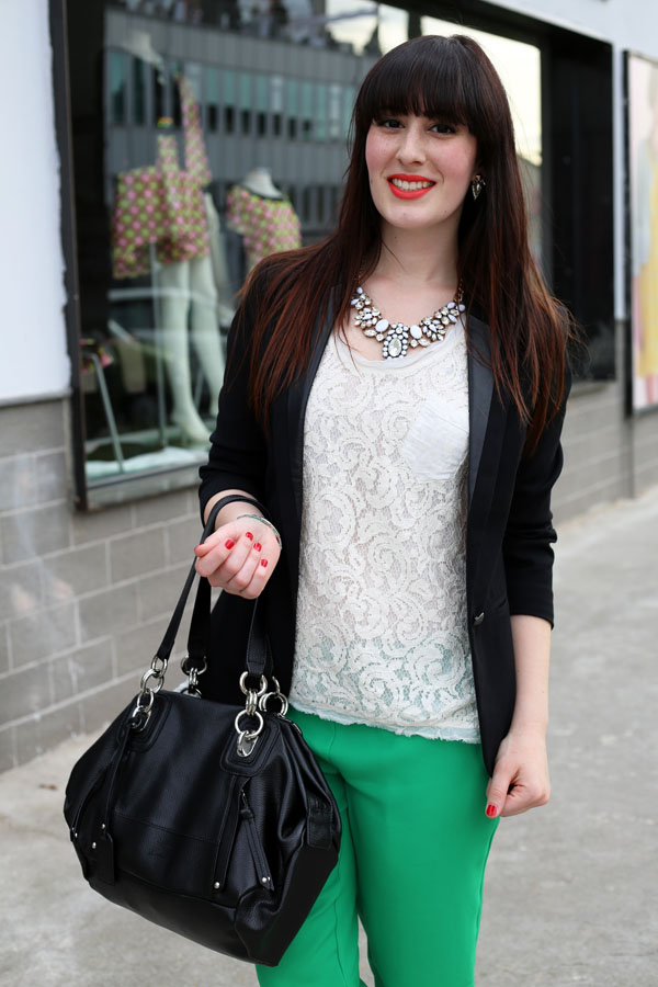 outfit-elegante-primavera-top-pizzo-risskio-pantaloni-verdi-silvian-heach-8