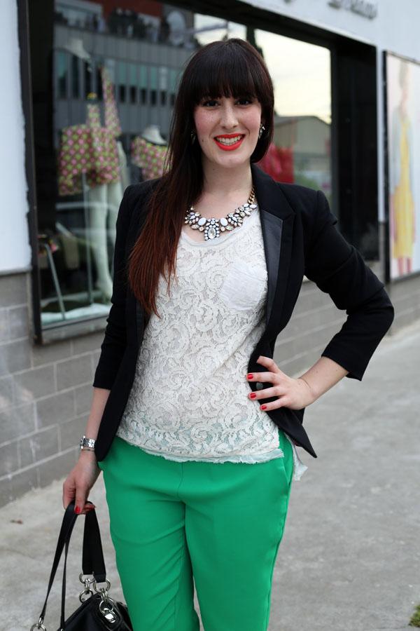 outfit-elegante-primavera-top-pizzo-risskio-pantaloni-verdi-silvian-heach-9