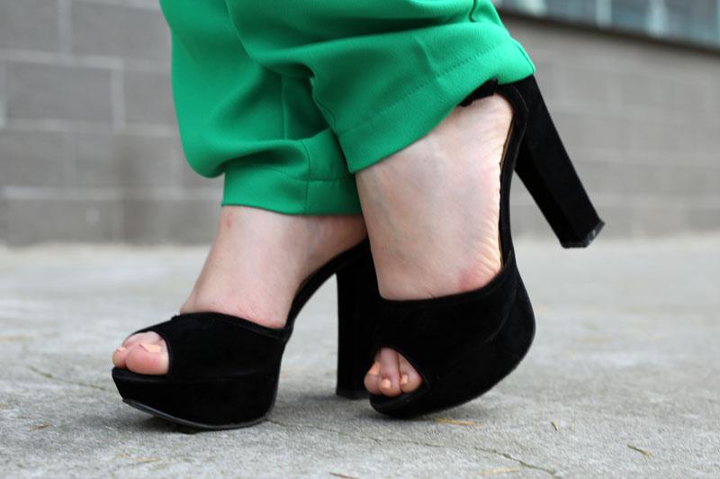 sandali neri tacco