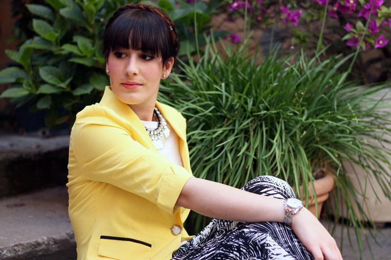 outfit-estivo-chic-pantaloni-palme-hm-blazer-giallo-blackfive-collana-ottaviani-8