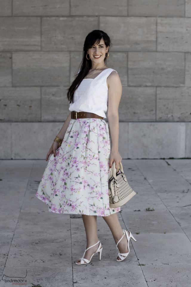 outfit anni cinquanta gonna ruota midi skirt chicwish sandali vernice fashion blogger roma