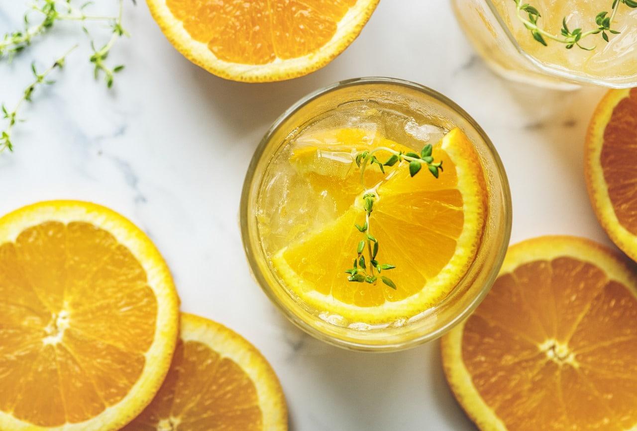 acqua detox con frutta e verdura in infusione