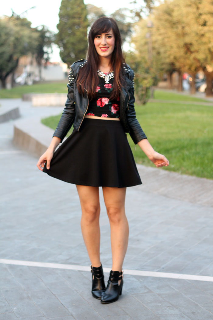 outfit-rock-romantico-gonna-ruota-crop-top-cut-out-boots-1