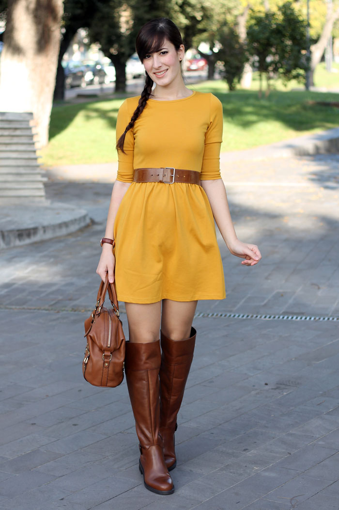 outfit-autunno-vestito-senape-stivali-aldo-shoes-borsa-michael-kors-1