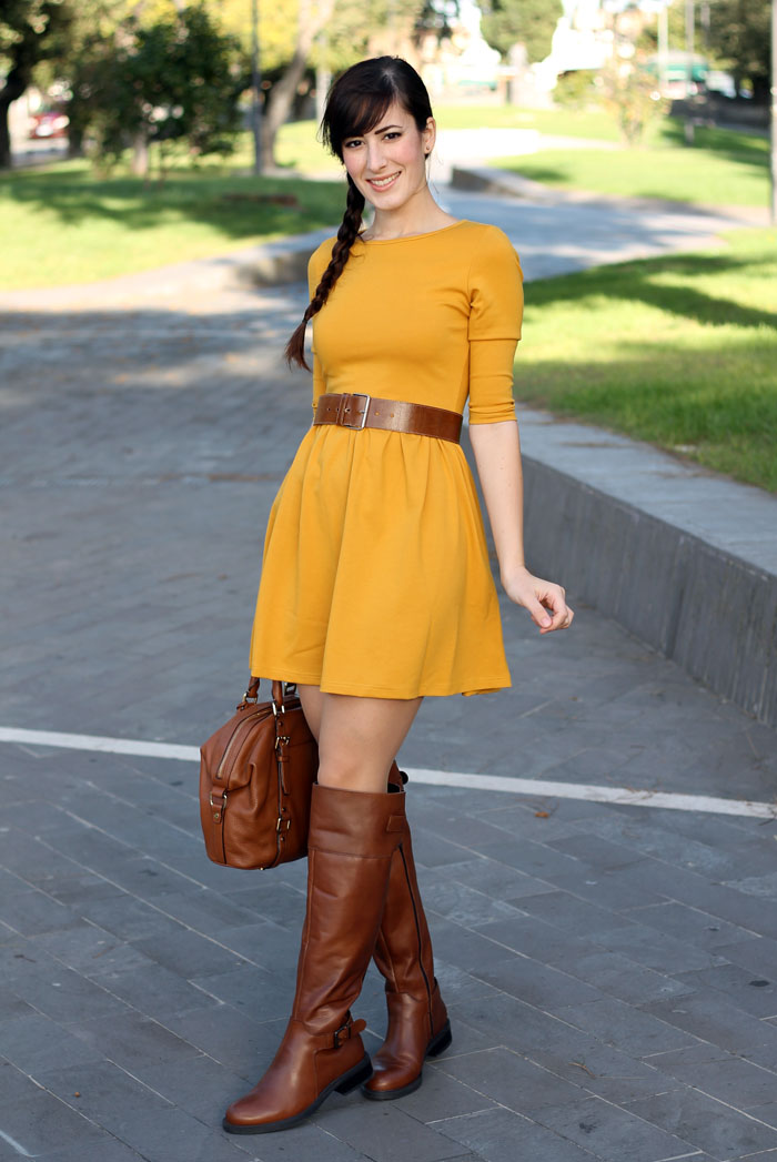 outfit-autunno-vestito-senape-stivali-aldo-shoes-borsa-michael-kors-11