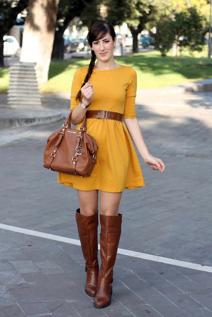 outfit-autunno-vestito-senape-stivali-aldo-shoes-borsa-michael-kors-2