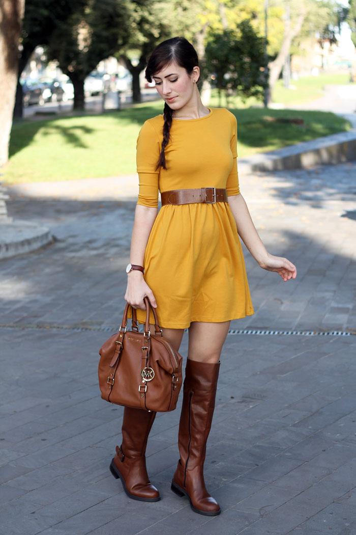 outfit-autunno-vestito-senape-stivali-aldo-shoes-borsa-michael-kors-4