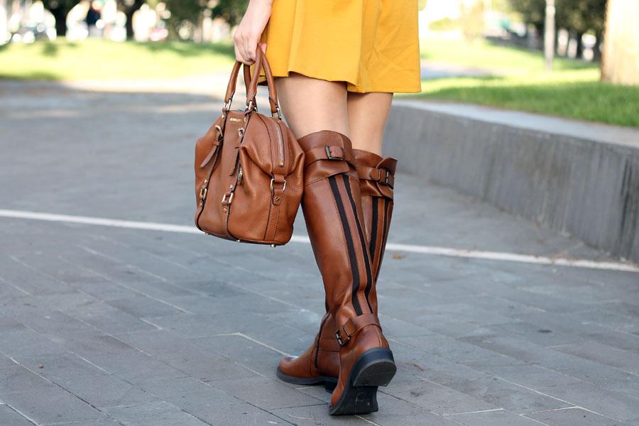 outfit-autunno-vestito-senape-stivali-aldo-shoes-borsa-michael-kors-6