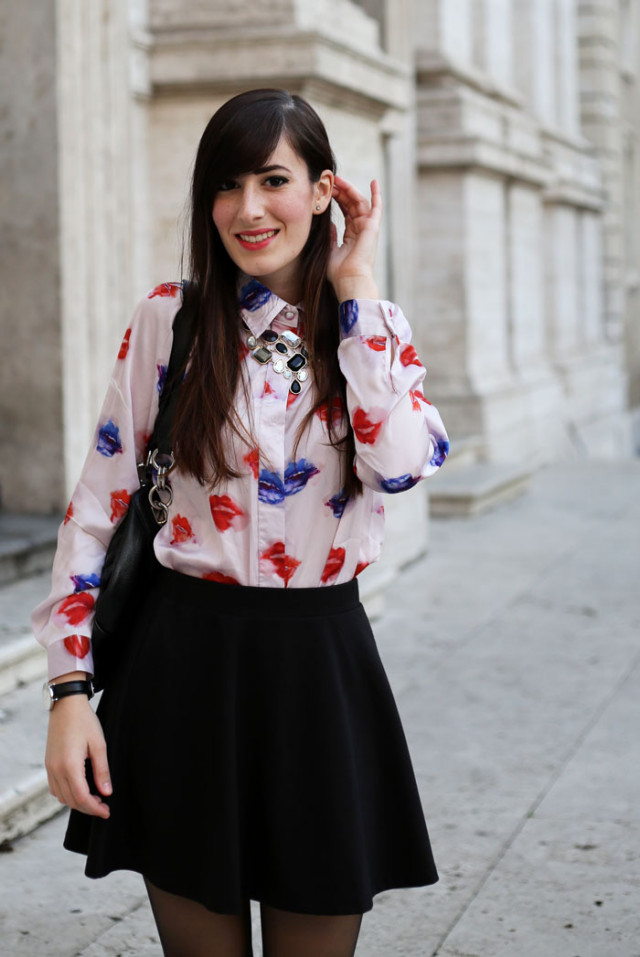 outfit camicia msgm lips mania gonna a ruota cut out boots roma