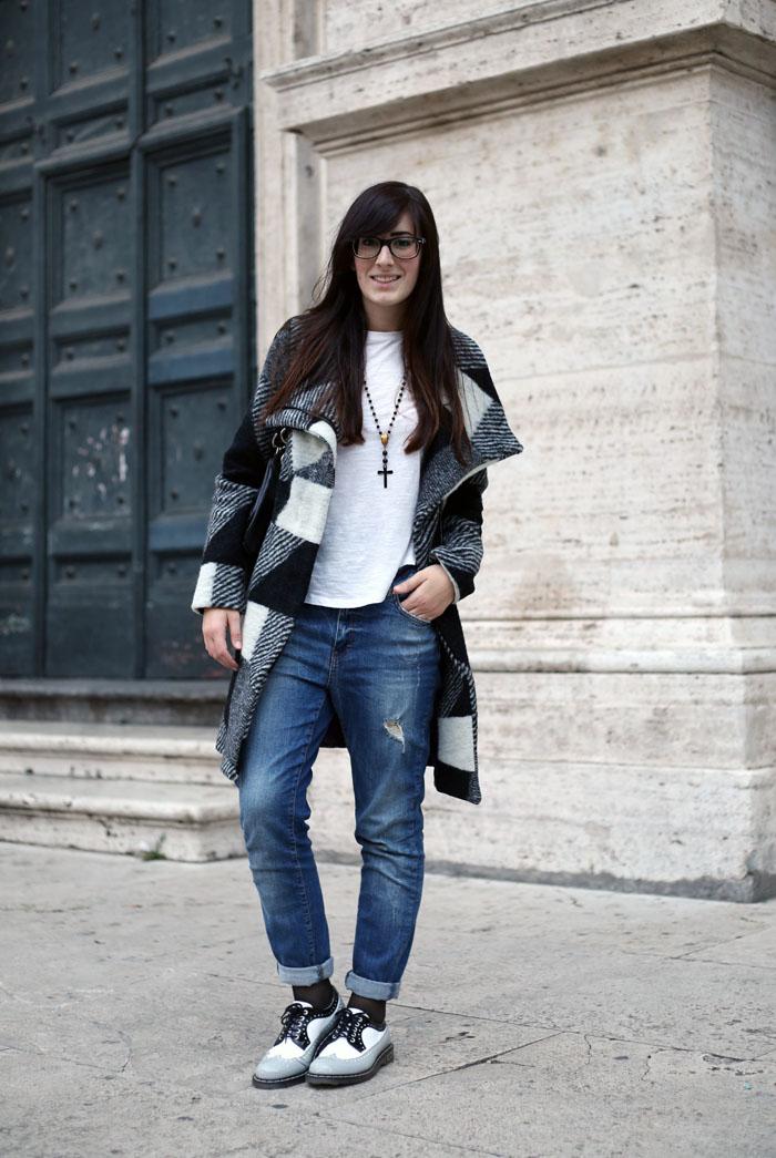 outfit universita jeans boyfriend stringate cult shoes capotto desigual orologio daniel wellington
