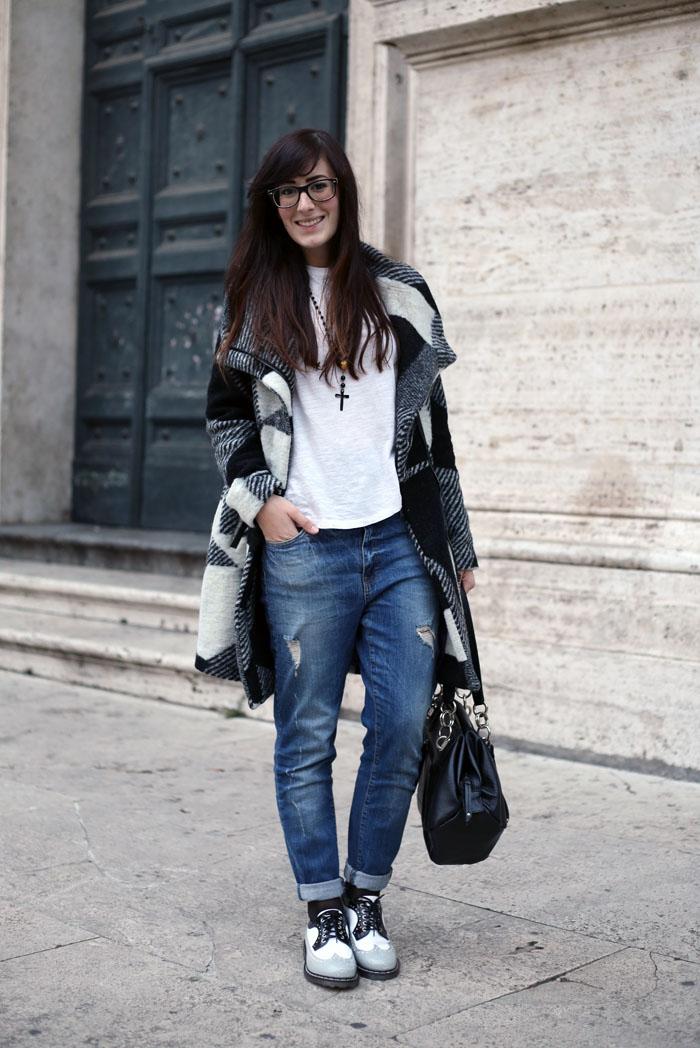 outfit-universita-jeans-boyfriend-stringate-cult-shoes-cappotto-desigual-orologio-daniel-wellington-5
