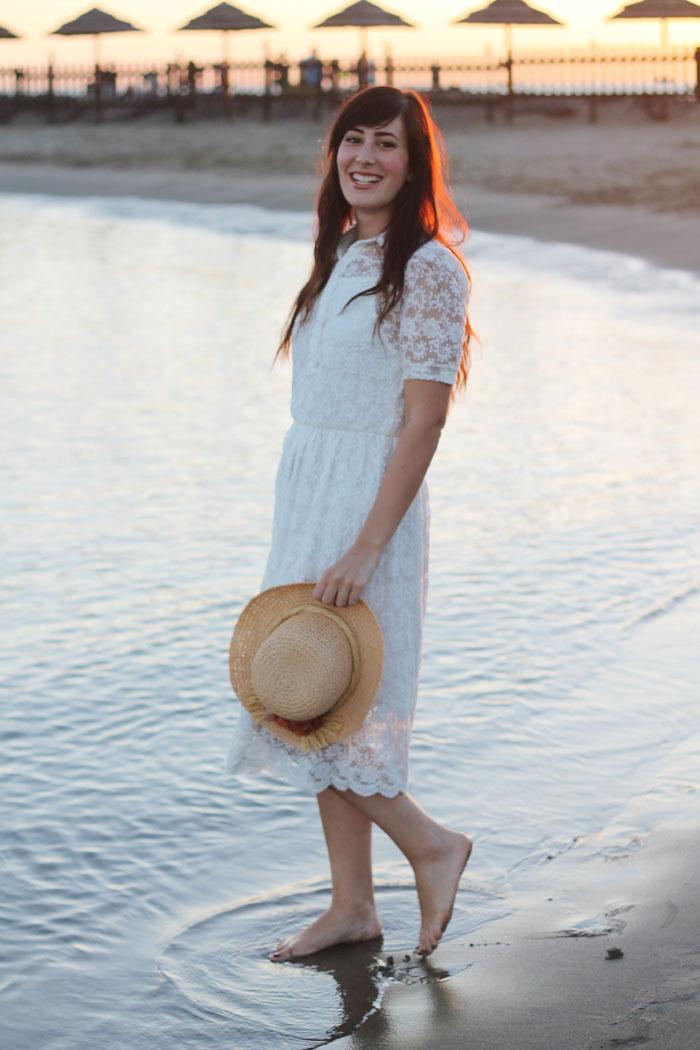 outfit-estate-mare-vestito-romantico-pizzo-chicwish-spiaggia-tramonto-15a