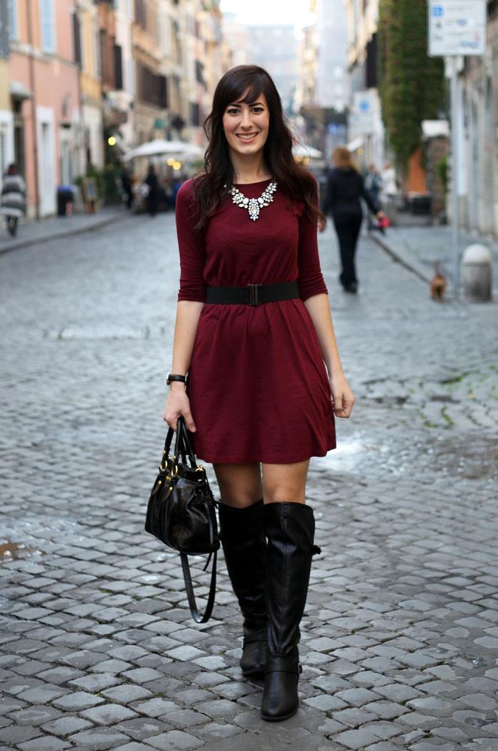 outfit-invernale-vestito-burgundy-stivali-over-the-knee-borsa-miu-miu-1