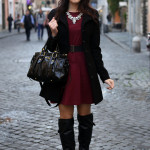 outfit invernale vestito burgundy stivali over the knee borsa miu miu