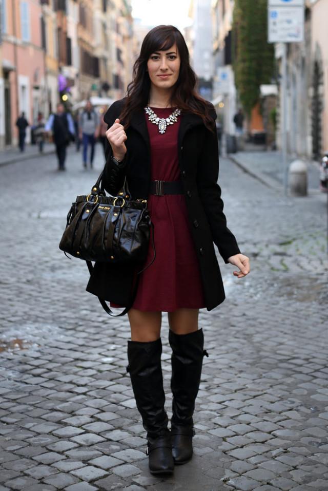 outfit invernale vestito burgundy stivali over the knee borsa miu miu