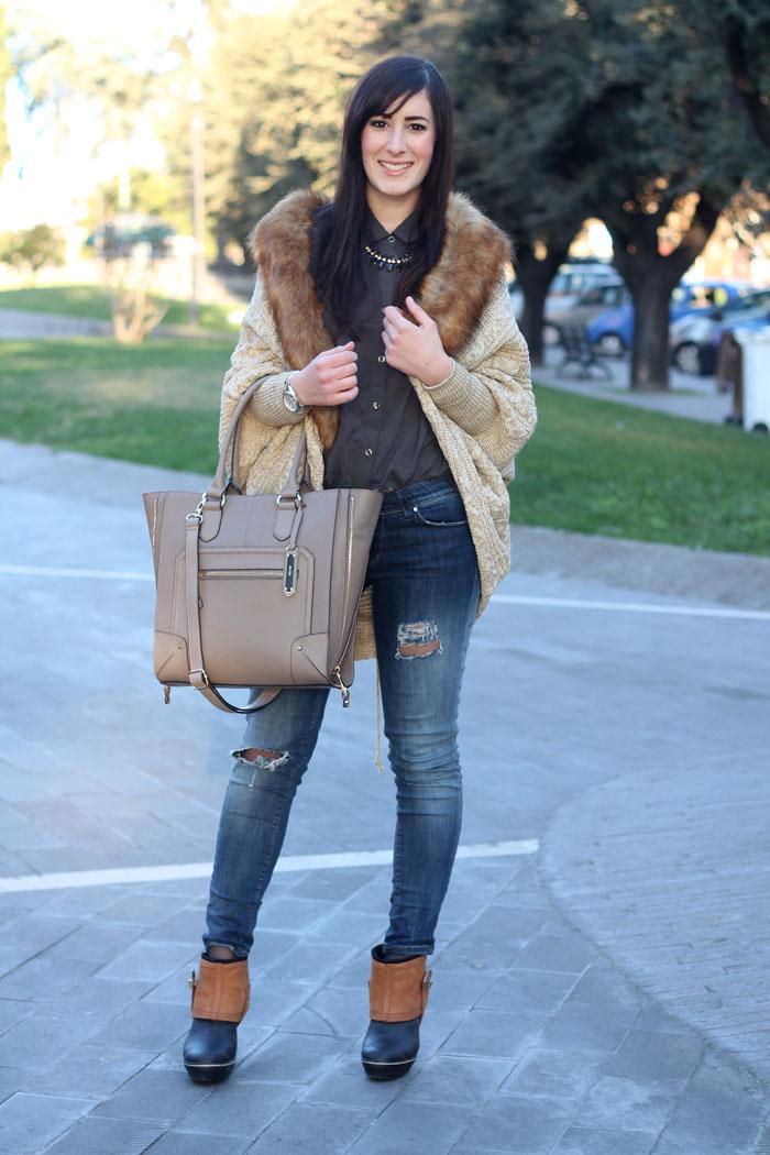 outfit rain boots sorel skinny jeans cardigan collo pelliccia