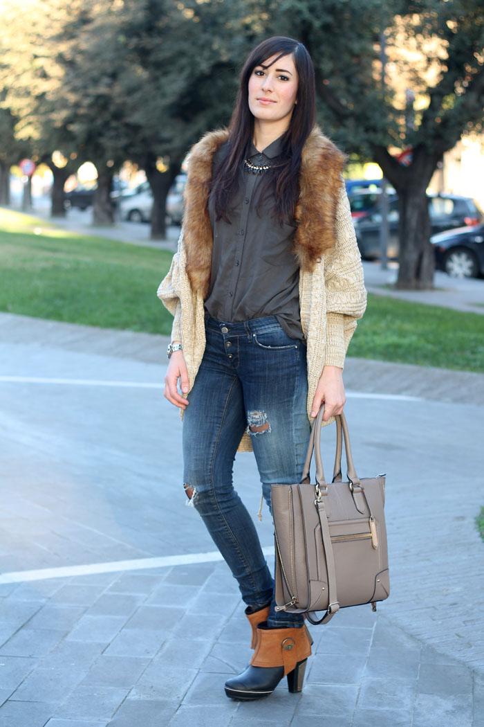outfit-rain-boots-sorel-skinny-jeans-cardigan-collo-pelliccia-2