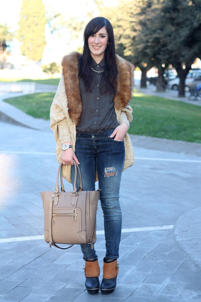 outfit-rain-boots-sorel-skinny-jeans-cardigan-collo-pelliccia-4