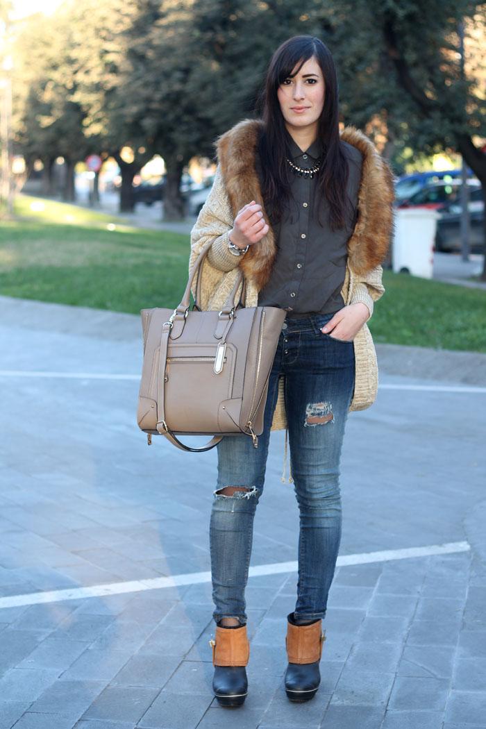 outfit-rain-boots-sorel-skinny-jeans-cardigan-collo-pelliccia-5