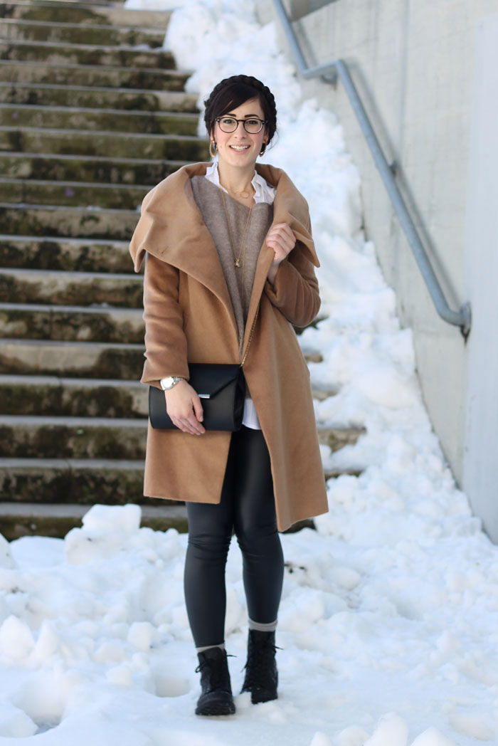 outfit-camel-coat-liquid-leggings-stvaletti-pois-cult-shoes-7