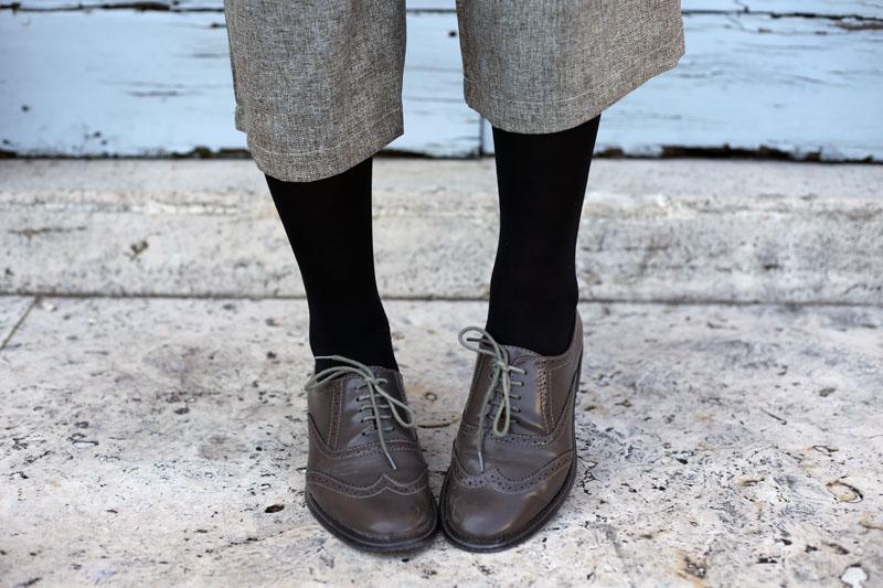 outfit-british-bon-ton-pantaloni-culotte-bombetta-8