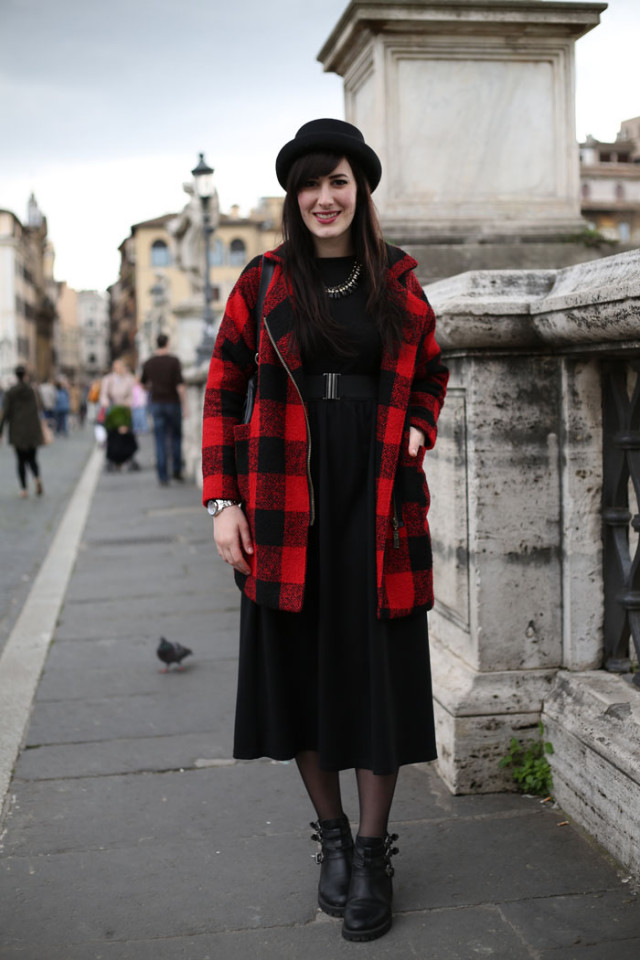 outfit total black vestito nero lungo bombetta