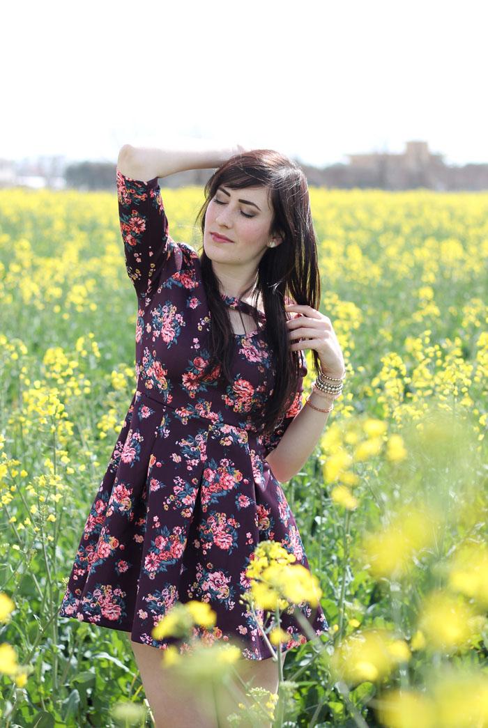 outfit primavera campo fiori gialli vestito lucluc borsa accessorize