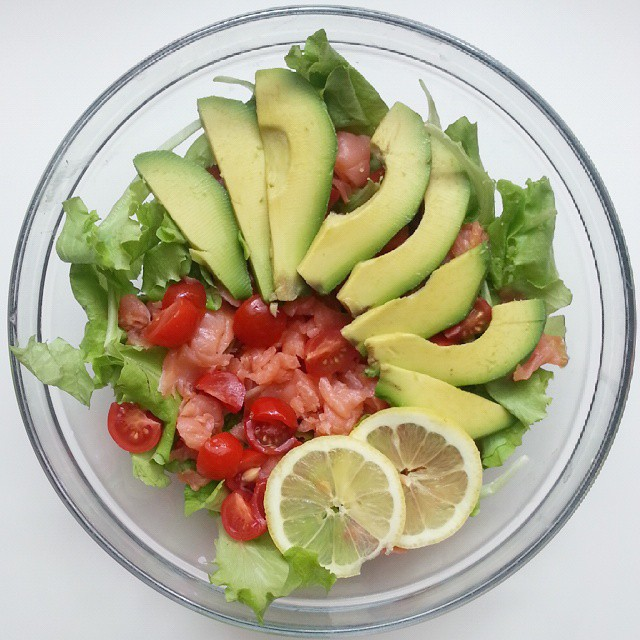 insalata estiva salmone avocado