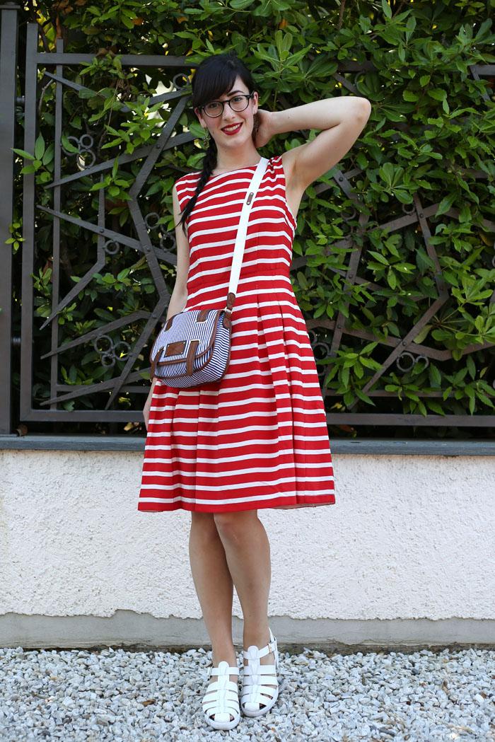 outfit estate vestito righe alla marinara sandali a ragno