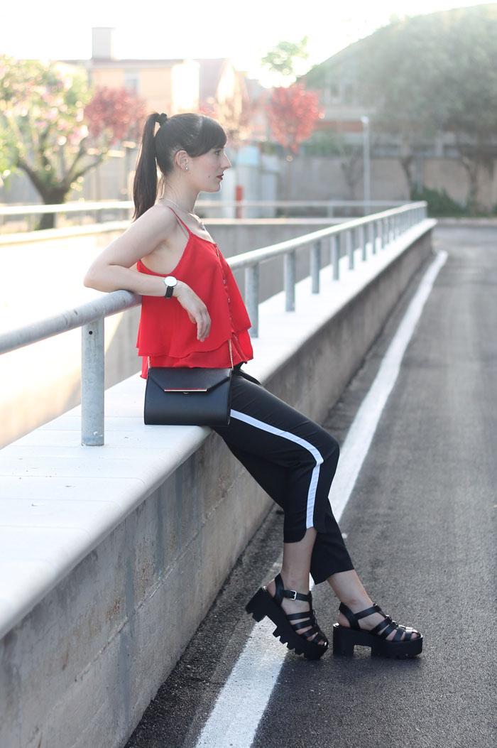outfit estivo rosso nero sandali ragno track sole cult shoes