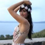 outfit estate vestito fiori lungo schiena nuda hippie boho