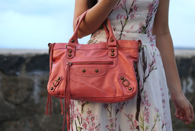 outfit-estate-vestito-fiori-lungo-schiena-nuda-hippie-boho-balenciaga-rosa