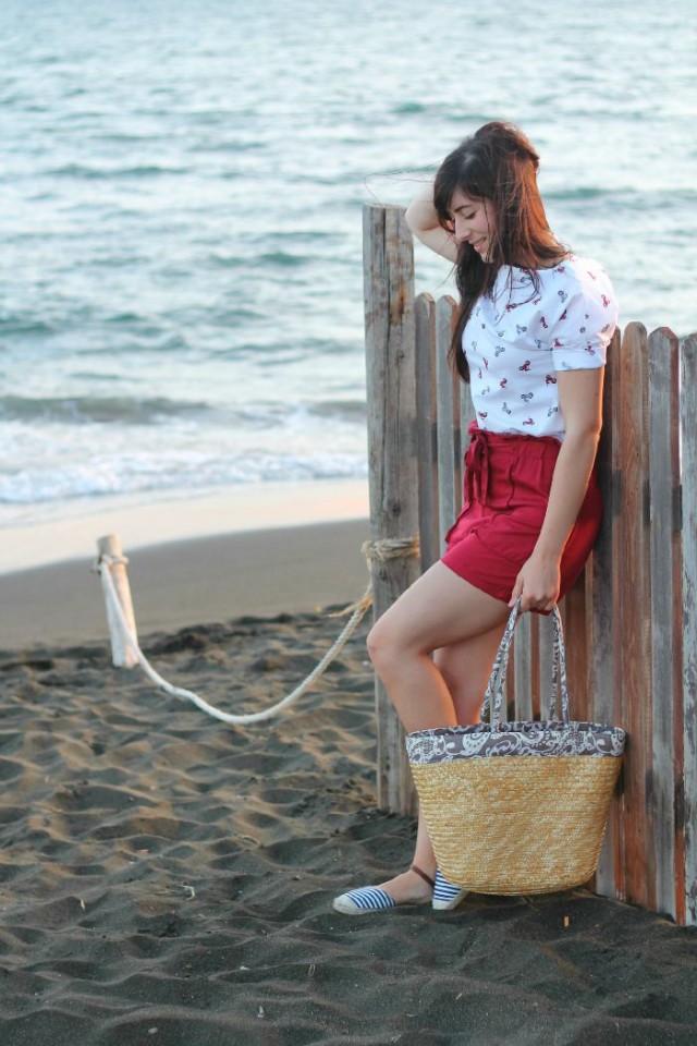 outfit estate shorts espadrillas borsa paglia aperitivo mare