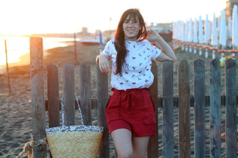 outfit-estate-shorts-espadrillas-borsa-paglia-aperitivo-mare-3