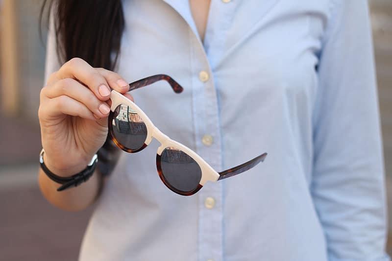a basso prezzo 88bf3 889e7 outfit-casual-jeans-camicia-occhiali-da-sole-wolfnoir-5 | Le ...