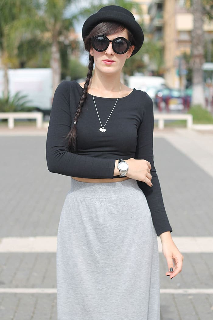 outfit-gonna-lunga-grigia-crop-top-nero-bombetta-1