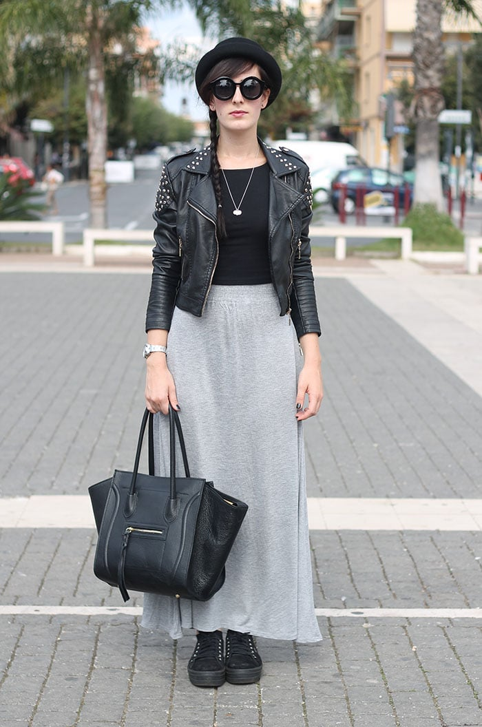 outfit gonna lunga grigia crop top nero bombetta