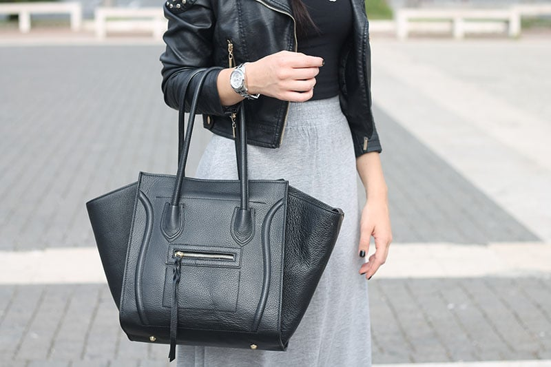 outfit-gonna-lunga-grigia-crop-top-nero-bombetta-borsa-ali-bags