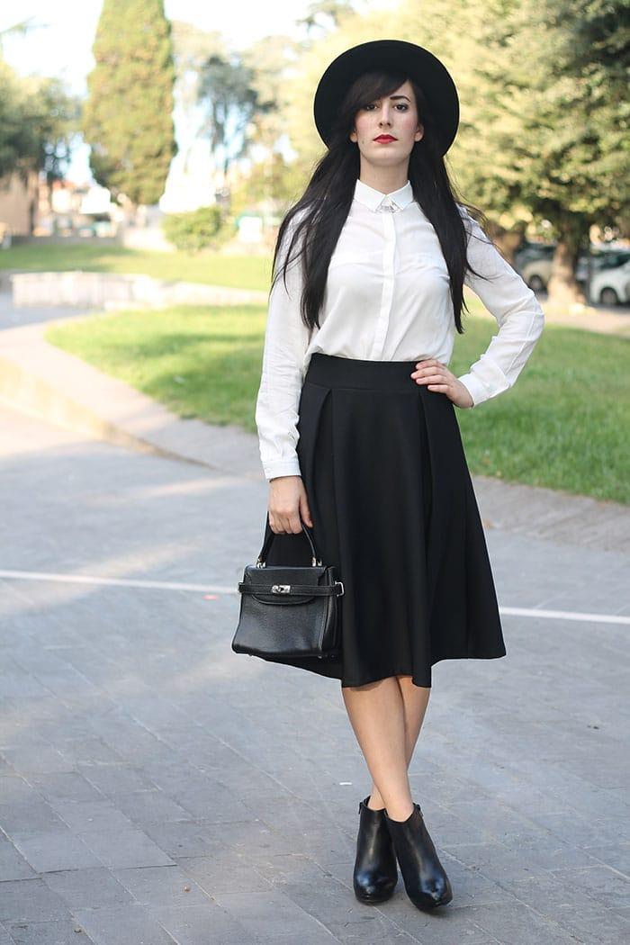 outfit-midi-skirt-nera-camicia-bianca-cappello-4